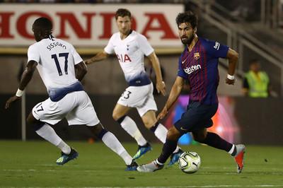 """Vắng Messi, Barca hạ Tottenham sau màn """"đấu súng"""""""