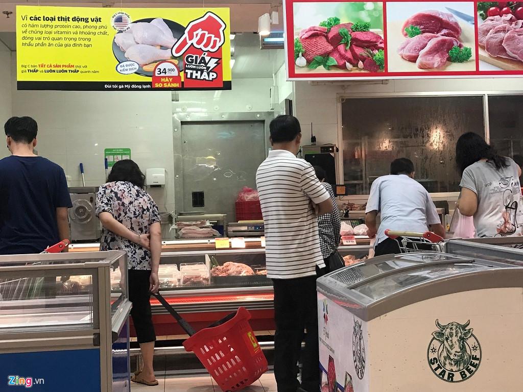 Gà dai không đầu, không nội tạng giá siêu rẻ vào siêu thị