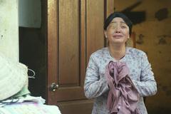 Nghệ sĩ Trà My hóa người mẹ một mắt bị con hắt hủi