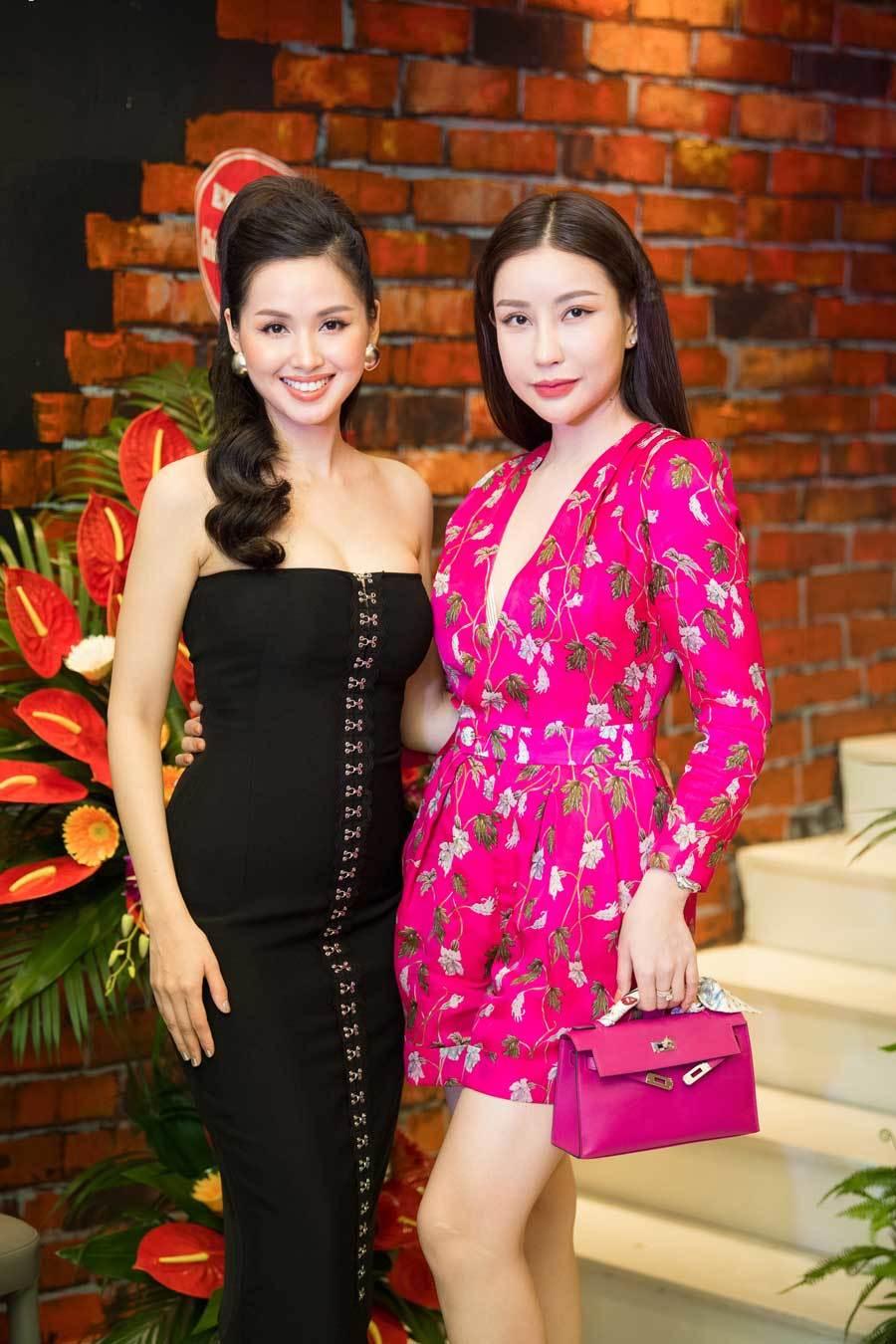 Diệp Lâm Anh bầu vượt mặt đi sự kiện cùng chồng đại gia