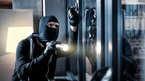 Cách ứng xử kỳ lạ của tên trộm khi bị chủ nhà bắt quả tang