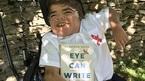 Cậu bé bại não 12 tuổi viết sách bằng ánh mắt