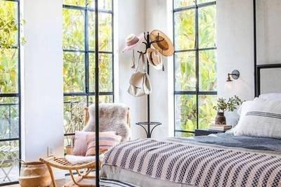 """Nhà nhỏ đẹp """"không góc chết"""" nhờ lắp đặt cửa sổ kính từ sàn đến trần"""
