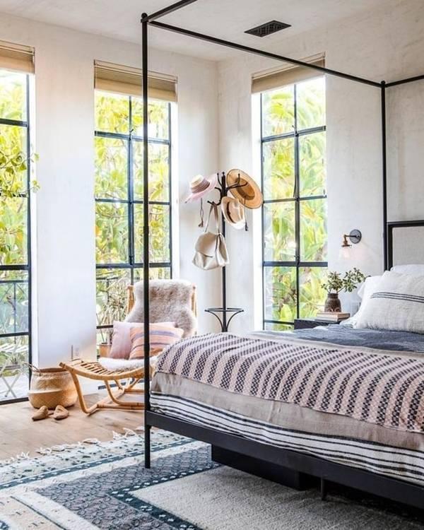 Nhà nhỏ đẹp 'không góc chết' nhờ lắp đặt cửa sổ kính từ sàn đến trần