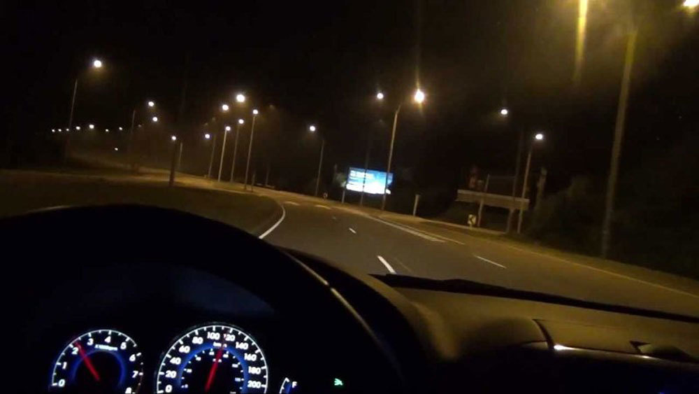 Những lưu ý khi lái xe đường dài vào ban đêm