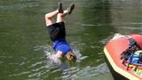 Những vụ tai nạn hài hước với nước