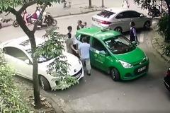 Thanh niên đi Mercedes cầm gạch đánh tài xế taxi chảy máu bị khởi tố