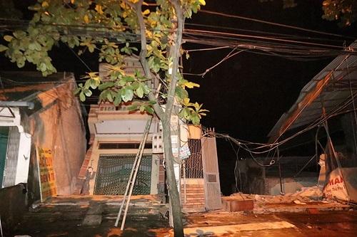Sau tiếng nứt gãy, 5 nhà cao tầng đổ nhào xuống sông Đà