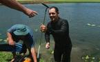 Kho báu đánh rơi dưới đáy hồ, người đàn ông trúng đậm 4 tỷ đồng