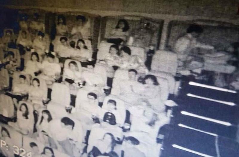 Cặp tình nhân bị phát tán ảnh nóng ở rạp có thể đòi CGV bồi thường