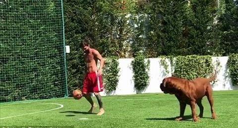 Messi tập luyện với chó Hulk