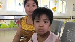 Ánh mắt buồn của cô bé 9 tuổi mắc bệnh ung thư vòm họng