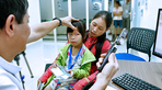Báo động nhiều trẻ bị bệnh về mắt, cha mẹ lầm tưởng do nhìn theo bóng đèn