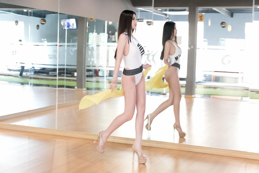 Ngân Anh mặc bikini khoe thân hình gợi cảm
