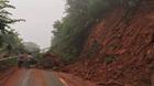 Sạt lở đất, quốc lộ 6 bị chặn cứng ở Sơn La