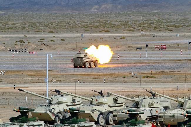 Xem xe chiến đấu bộ binh 'tỉ thí' ngoạn mục