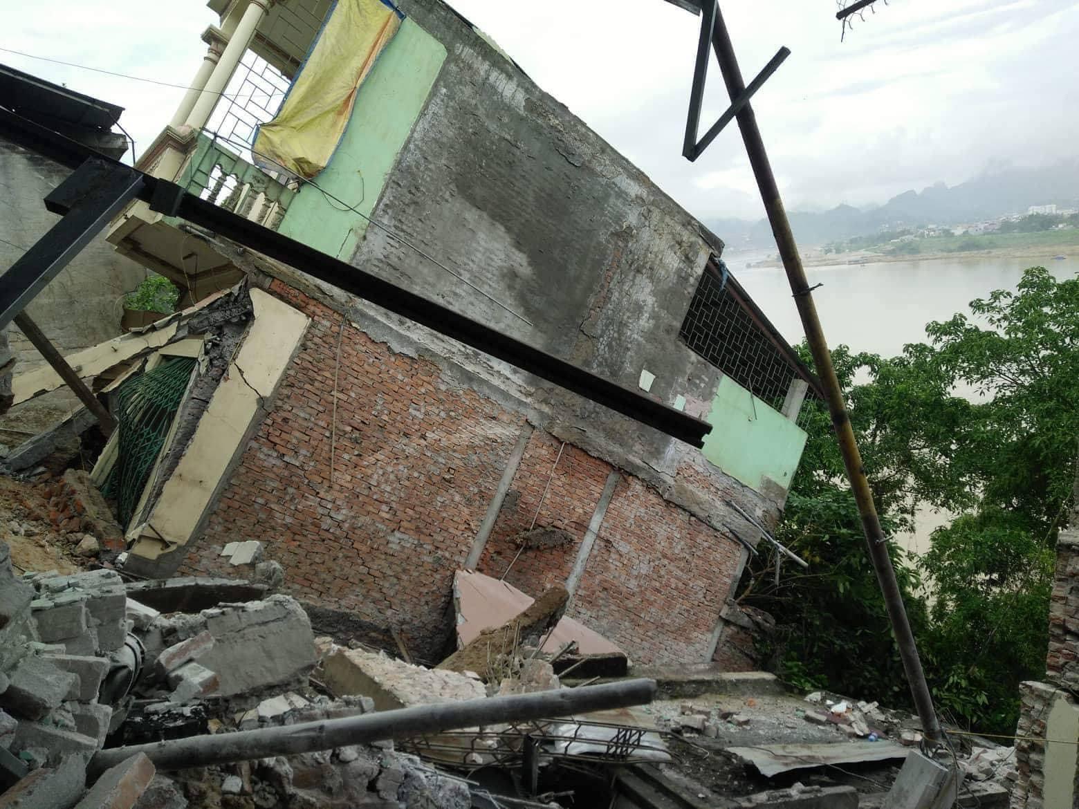 sụt lún,nhà đổ sập,sạt lở,Hòa Bình,sơ tán khẩn cấp,sông Đà