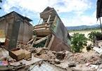 Cảnh khủng khiếp nhà cao tầng bị xé toạc, sập xuống sông Đà