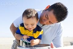 Cha mẹ ly hôn không nuôi, con có được coi là trẻ mồ côi?