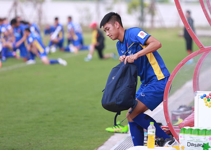 'Hot boy' Olympic Việt Nam dính chấn thương, thầy Park lo sốt vó