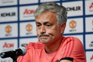 "MU nổ thêm ""bom tấn"", Chelsea chiêu dụ Lewandowski"