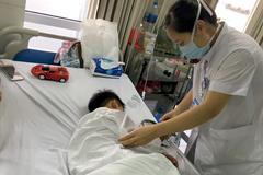 Bé trai 7 tuổi ở Hà Nội bị chó nhà cắn đứt lìa môi