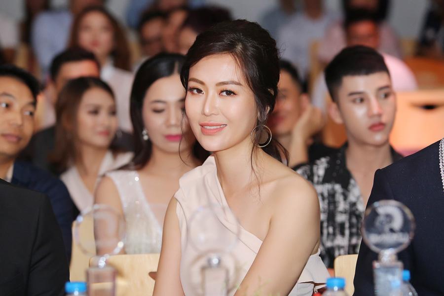 Hoa hậu Thu Thủy thừa nhận phẫu thuật thẩm mỹ ở tuổi 42