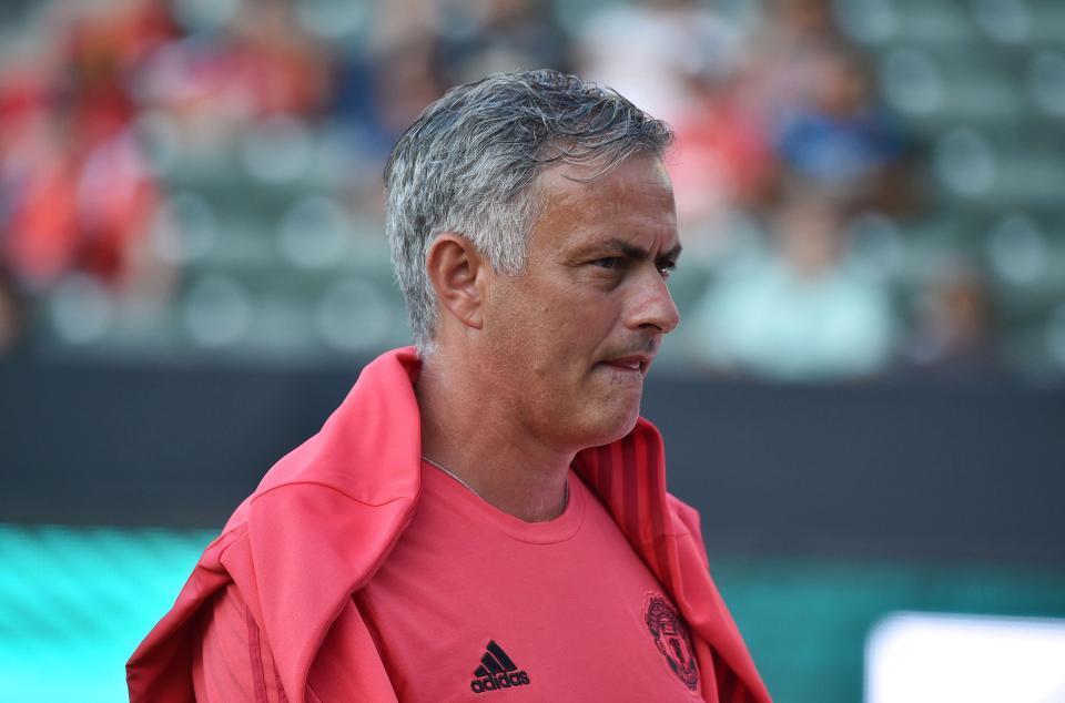 Mourinho ra đi, MU cấp tốc mời Zidane thay thế