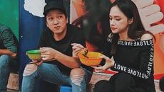 Trường Giang đi dép tổ ong đi ăn vỉa hè với Hương Giang Idol