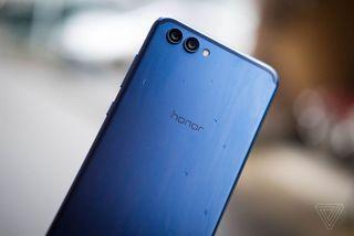 Doanh số smartphone Huawei bất ngờ vượt Apple