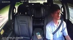 Xem tài xế taxi ngủ gật gần một phút lúc lái xe