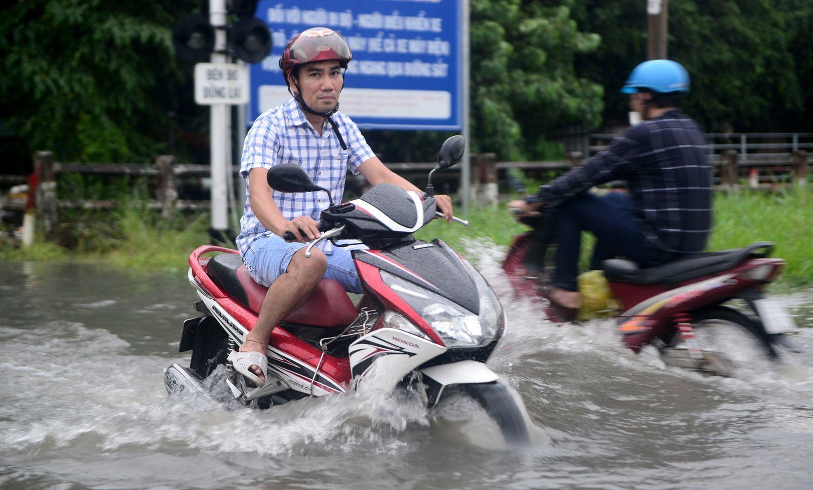 3 nguy cơ rất dễ gặp phải khi xe máy tay ga 'lội nước'