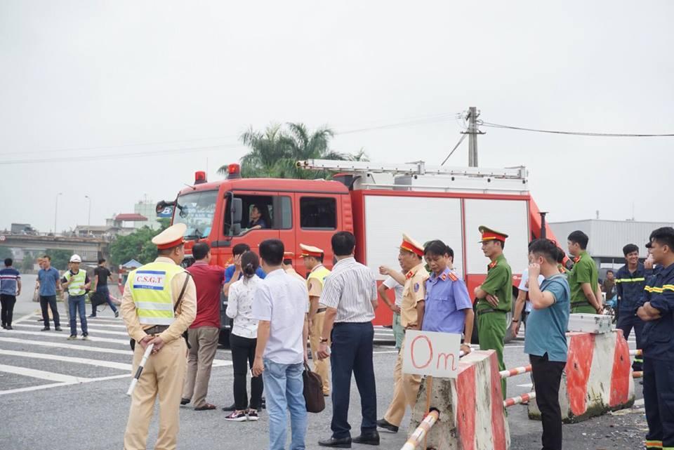Dựng lại hiện trường xe khách đâm xe cứu hỏa trên cao tốc