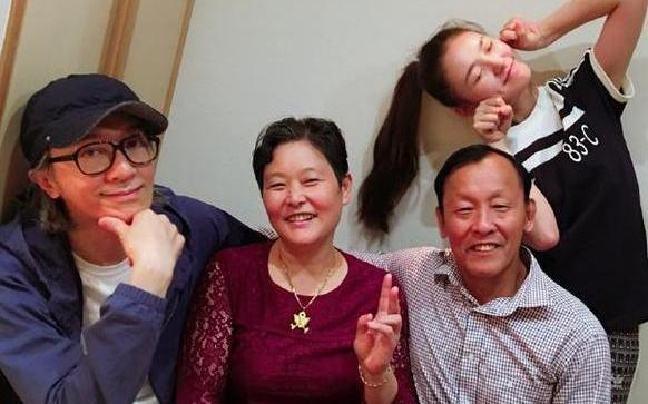 Ở tuổi 56, Châu Tinh Trì hẹn hò sao nữ 9X phim 'Mỹ nhân ngư'