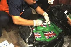 Điều tra 'đường đi' của 100 bánh cocain ngụy trang trong container phế liệu