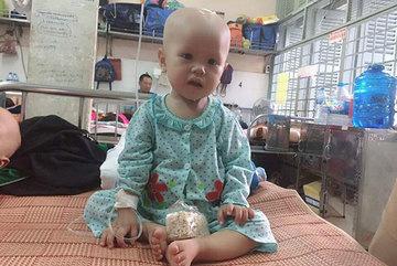 Bỏ được khối u trong đầu rồi, bé gái cầu cứu
