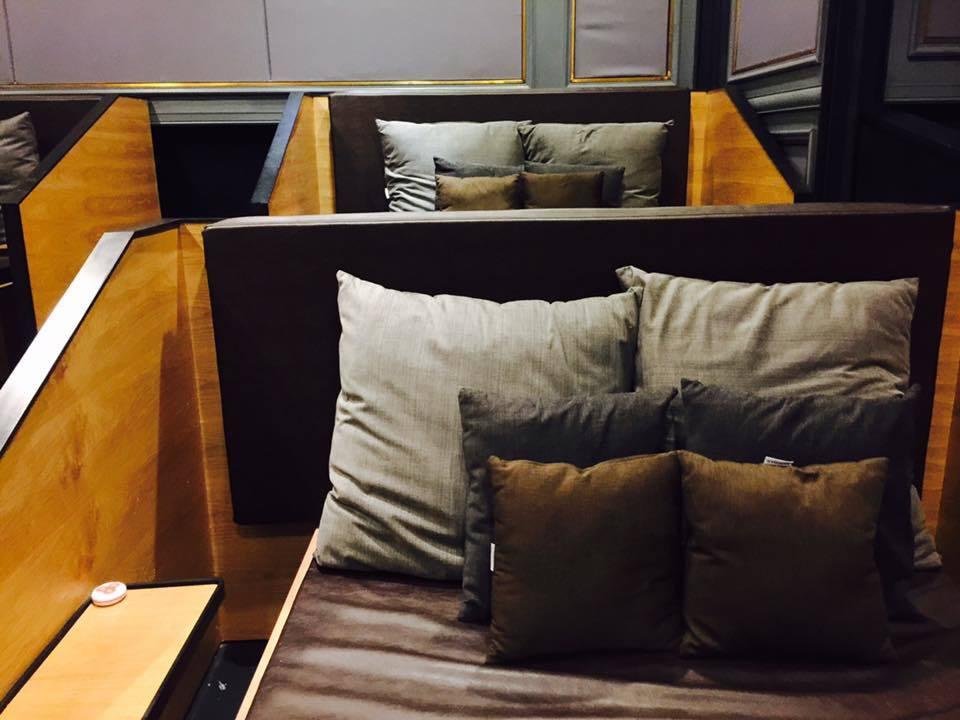 Rạp chiếu giường nằm: Thoải mái ôm hôn, riêng tư như phòng ngủ
