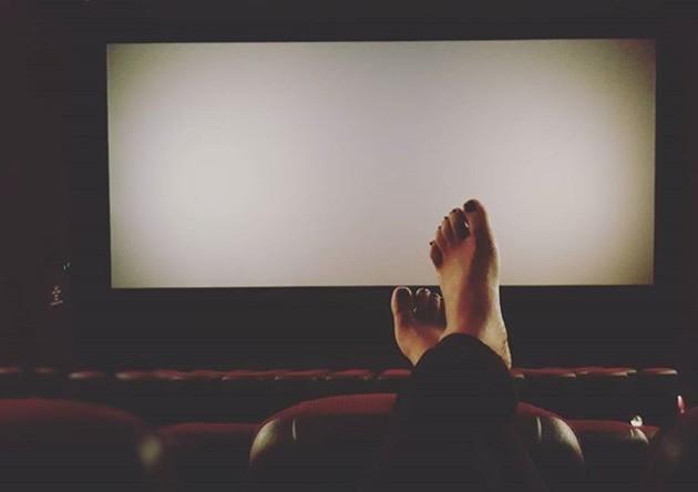 Hồn nhiên 'quan hệ', đánh ghen, 'tẩn nhau' trong rạp chiếu phim