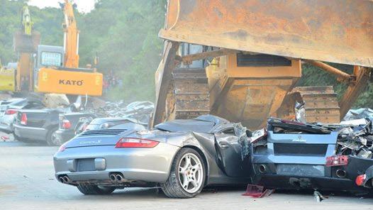 Tiêu hủy xe siêu sang buôn lậu ở Phillipes