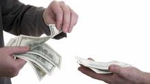 """Bị """"bùng"""" tiền cho vay, muốn đòi lại thì... mất lãi"""