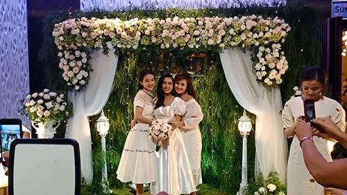Nhã Phương dự đám cưới em gái giữa tin đồn sắp kết hôn