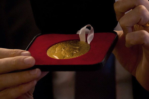 Huy chương Toán học Fields bị đánh cắp sau 30 phút nhận giải