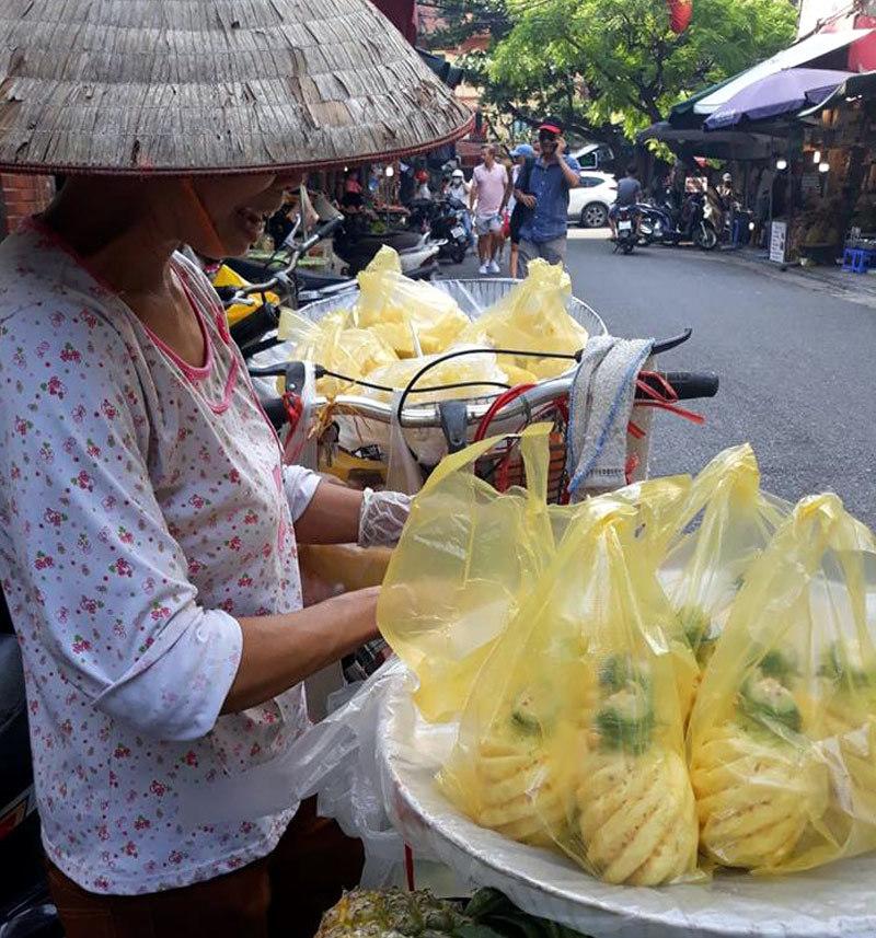 chat chem khach du lich tren pho co Ha Noi