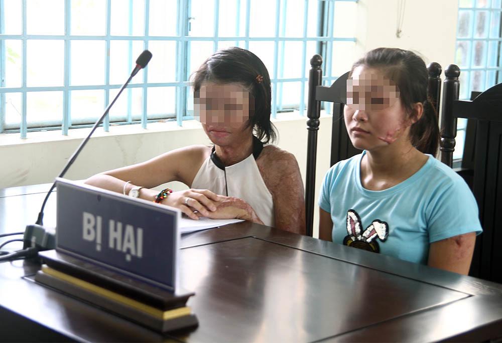Đánh nhau náo loạn tại phiên tòa xử kẻ tạt axít 2 cô gái trẻ