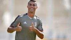 MU sửa sai, Ronaldo đòi Juventus chi thêm tiền