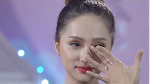 Hoa hậu Hương Giang bật khóc nức nở, tâm sự về ước muốn làm mẹ