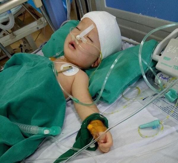 16 triệu đồng trao đến bé Vi Bảo Long bị u não