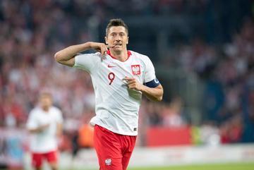 "MU đòi ""bốc"" Lewandowski nếu Martial cập bến Bayern"