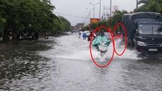 Xe máy tuyệt đối không chạy song song với ô tô khi trời mưa lớn