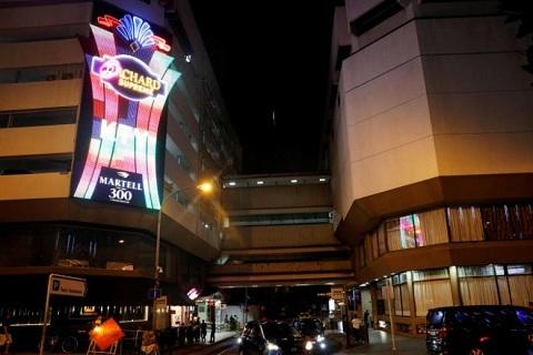Singapore bắt đối tượng 'mây mưa' nơi công cộng